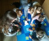 W Szkole Podstawowej w Wiśniewie uczniowie uczą roboty.