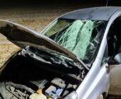 Tafla lodu uderzyła w samochód.